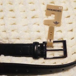 NWT Dockers black leather belt sz 42
